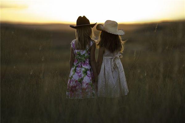 梦见姐妹_周公解梦梦到姐妹是什么意思_做梦梦见姐妹好不好