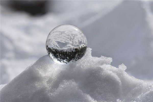 梦见玻璃珠_周公解梦梦到玻璃珠是什么意思_做梦梦见玻璃珠好不好