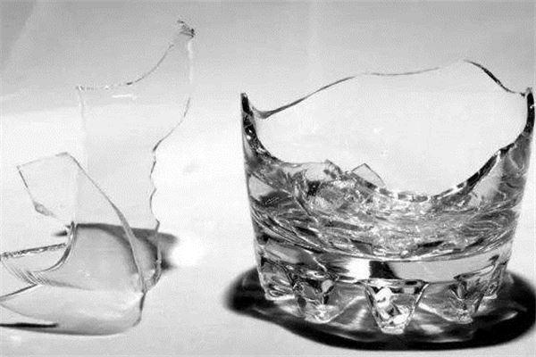 梦到玻璃制品碎了,玻璃杯碎了