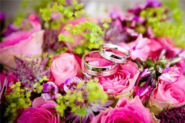 梦见送戒指_周公解梦梦到送戒指是什么意思_做梦梦见送戒指好不好