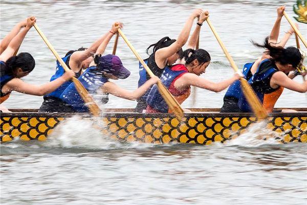 梦见龙舟比赛:梦划船,遇强盗