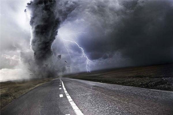 梦见龙卷风把桥卷烂但桥没有断