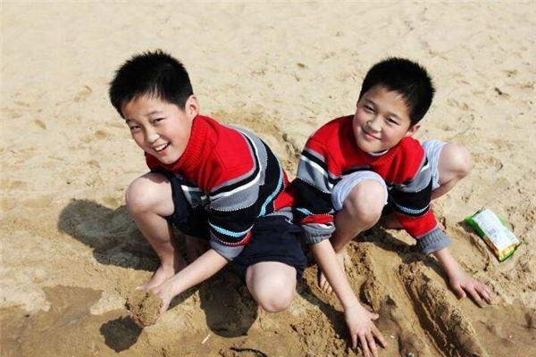 梦到别人生了双胞胎男孩