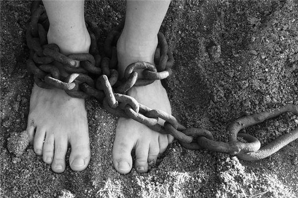 梦见奴隶_周公解梦梦到奴隶是什么意思_做梦梦见奴隶好不好