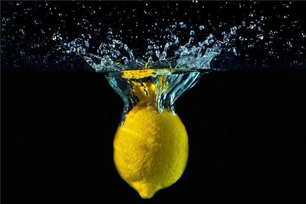 梦见柠檬_周公解梦梦到柠檬是什么意思_做梦梦见柠檬好不好