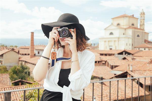 梦见别人给自己照相_周公解梦梦到别人给自己照相是什么意思_做梦梦见别人给自己照相好不好