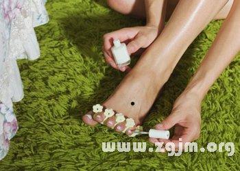 女人脚背上有痣 脚背上有痣代表什么